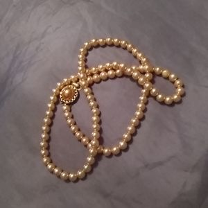 Peach pearl necklace with gold crown clasp